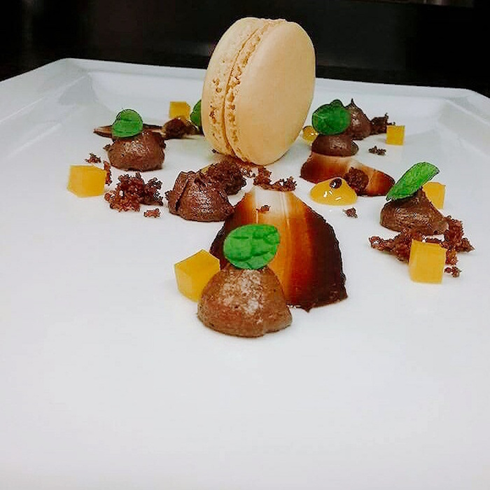 Macaron passion-mangue-chocolat